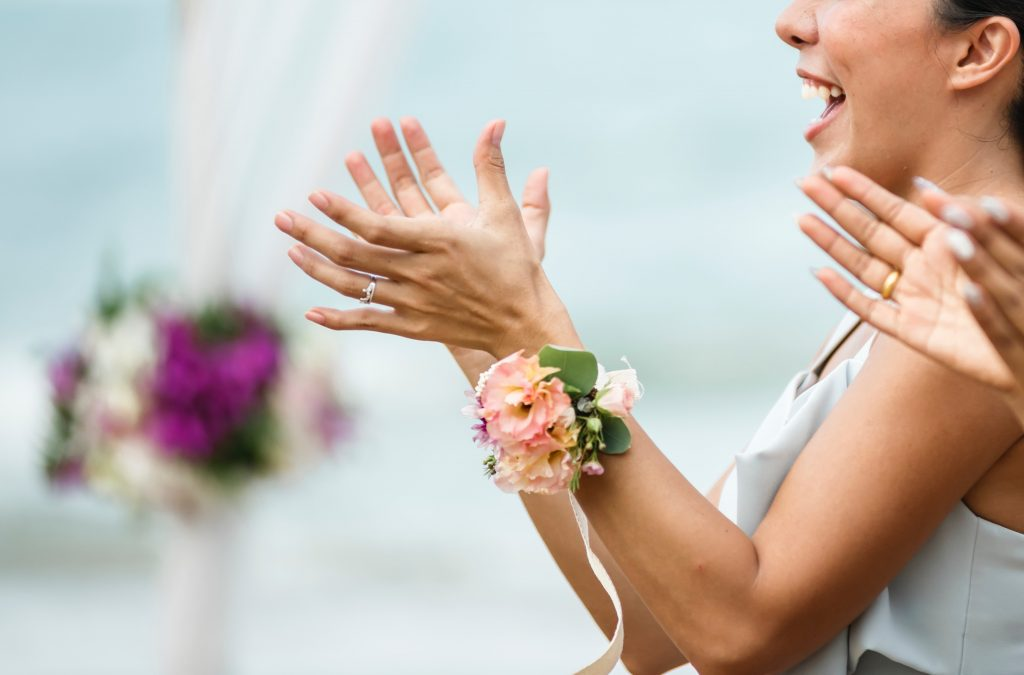Braut klatscht